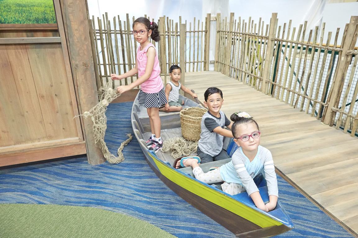 Hawaii Children's Discovery Center Your Rainbow World