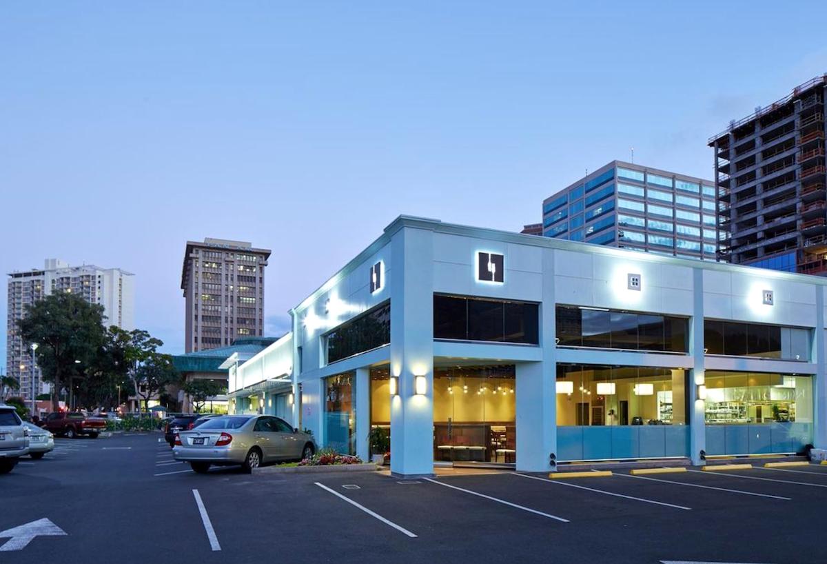 evening shot of mw restaurant at original location on kapiolani boulevard