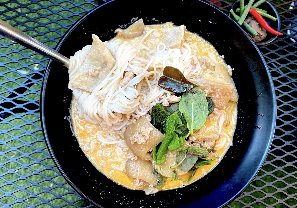 Olays Kapoon curry Rice Noodles