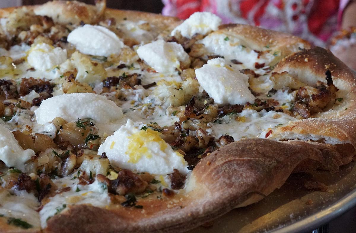 little g cafe Cauliflower pizza