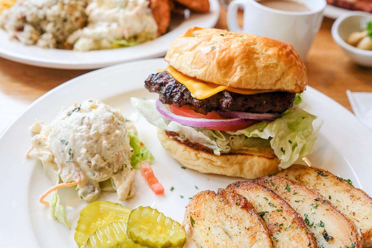 Liliha Bakery Cheeseburger Credit Thomas Obungen