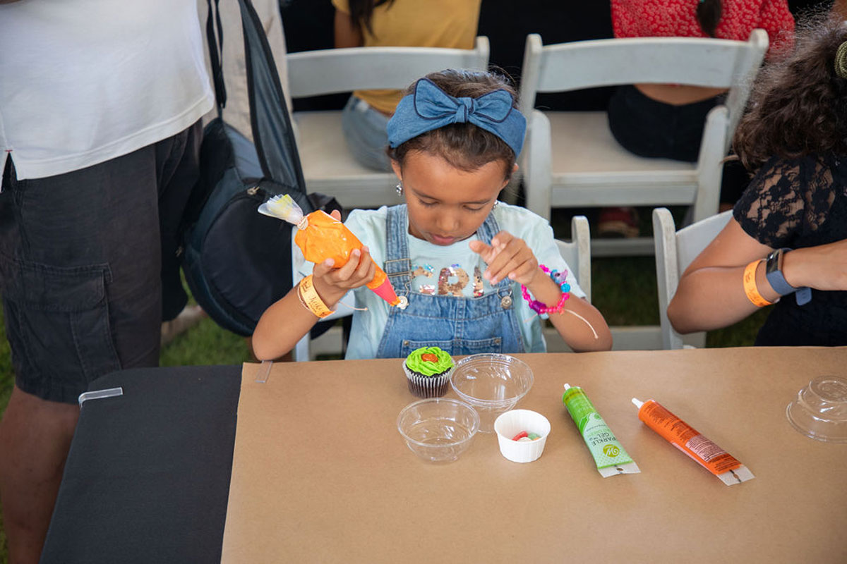 Keiki In The Kitchen Cupcake Decorating Photo Hawaii Food And Wine Festival