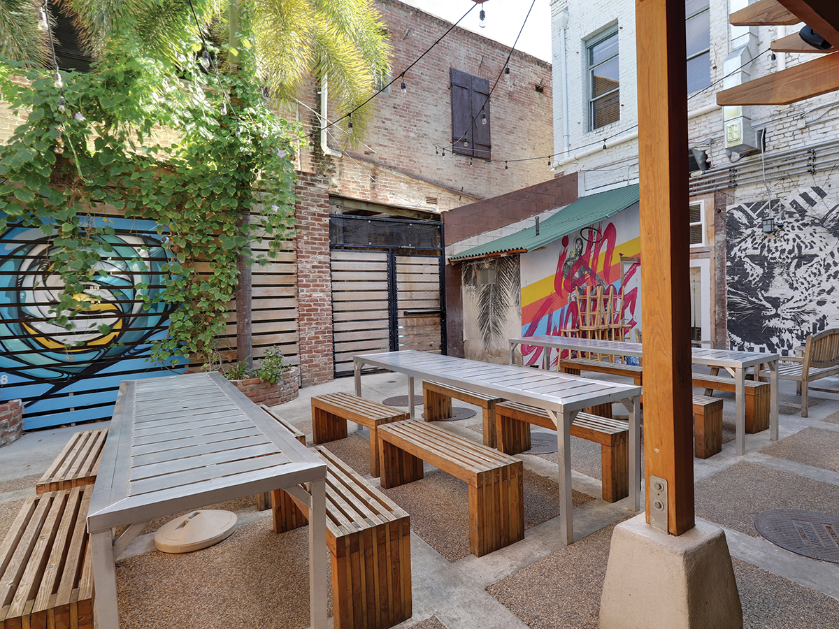The Best Places To Eat Outside In Downtown Honolulu And Chinatown Right Now Encore Courtyard Cover